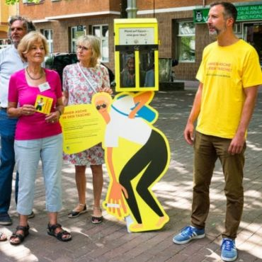 Der gelbe Ballot Bin für die Kippen