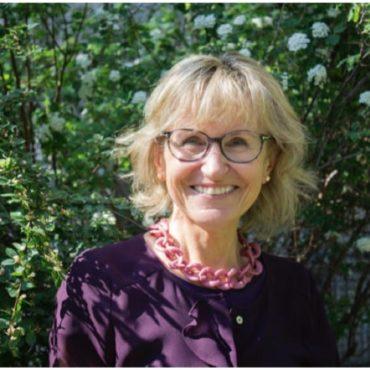 Frau Ernst in der Natur