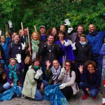 Gruppenfoto vom gemeinsamen Cleanup