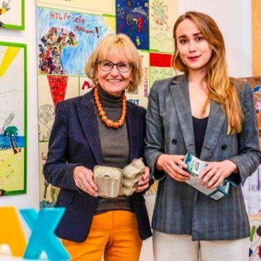 Klax Kinderkunstgalerie mit den Plakaten vom Wettbewerb