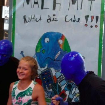 Schülerin und Blue Man Group
