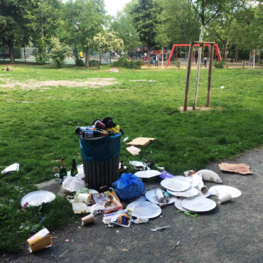 Mülleimer quillt über