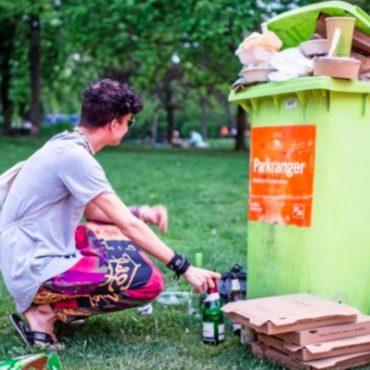 Die Mülleimer in Berlin quellen über an Takeaway-Verpackungen