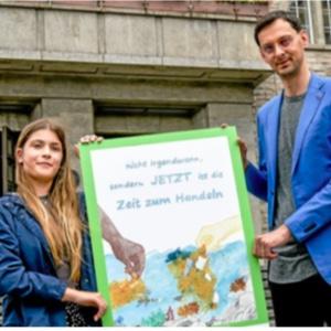 Verleihung des Sonderpeises in Neukölln vom sechsten Plakatwettbewerb